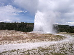 Old_Faithful_Geyser_Yellowstone_National_Park