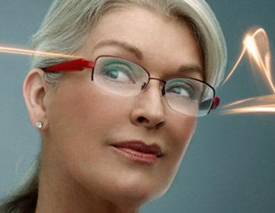 aca75f66a0 ... se frotan los ojos ante la posibilidad que les brinda una empresa  estadounidense de prescindir de su colección de gafas (para leer, para ver  de lejos ...